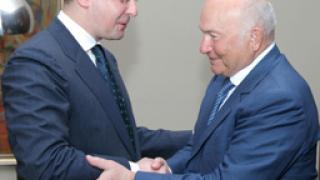 Станишев се хвали с добри контакти с партията на Путин
