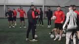Локо (Пд) тренира на закрито за дербито с Лудогорец