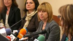 Децата ни не са неграмотни, успокои министърът на образованието