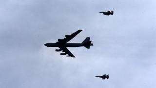 САЩ летят с бомбардировачи B-52 над Европа, показват солидарността на НАТО