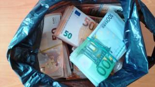 Задържаха над 200 000 контрабандни евро за ден