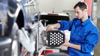 Автомобилните заводи в България наемат по 2 души на всеки час