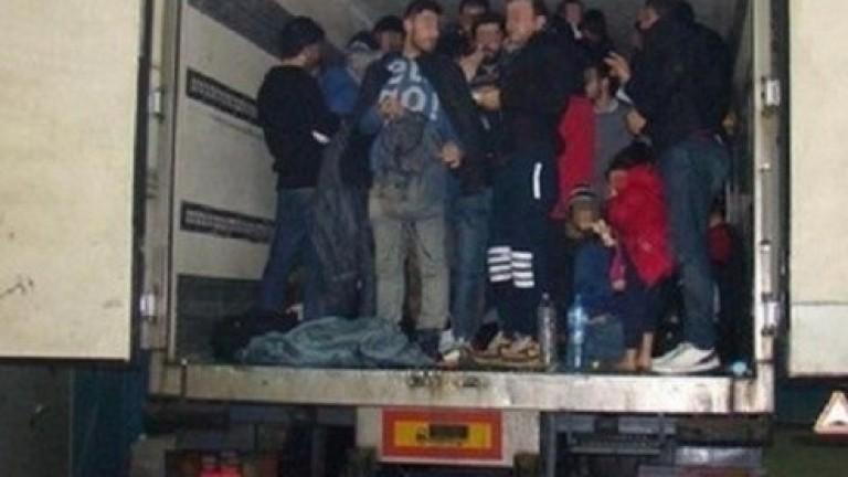Полицията на Македония е хванала 120 бежанци от Гърция, съобщиха
