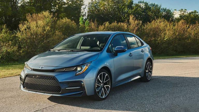 Toyota разсекрети новото поколение на популярния си седан Corolla. Публичният