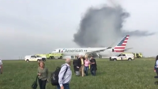 21 са пострадалите при пожара в самолет на летището в Чикаго