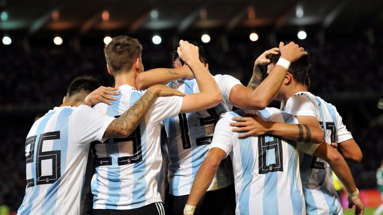 Аржентина победи Мексико в първата от двете контроли, които тези