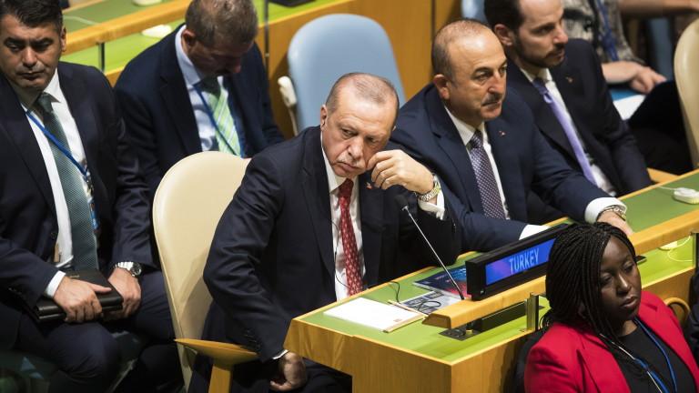Сривът на турската лира не е свързан с дипломатическия скандал