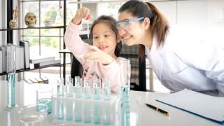 Бивша учителка по химия е най-богатата жена в Азия, сама спечелила парите си