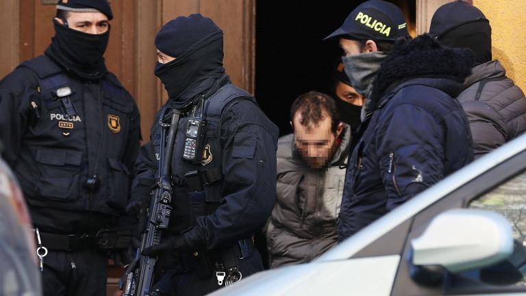 Испанската полиция провежда операция за борба с тероризма в Барселона