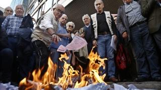 Лъжци, скочиха пенсионерите в Гърция срещу правителството