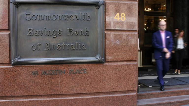 Най-голямата банка в Австралия е събирала такси и от клиенти,