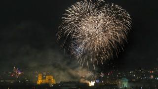 Зрелищни фойерверки за Нова година, но без празненства на открито