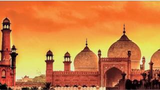 Взрив в суфитски храм в Пакистан, има жертви