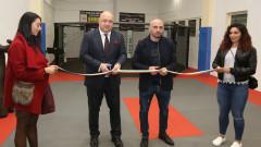 Министър Кралев и Станислав Недков откриха нова зала за ММА