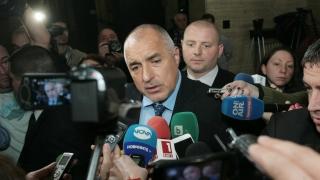 Подкокоросвате бежанците да минат през България, скастри Борисов медиите