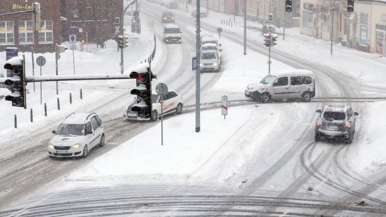 Германия преживя една от най-студените си нощи, като живакът на