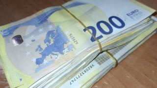 Митничари откриха недекларирана валута за близо 140 000 лева в четирима пътници