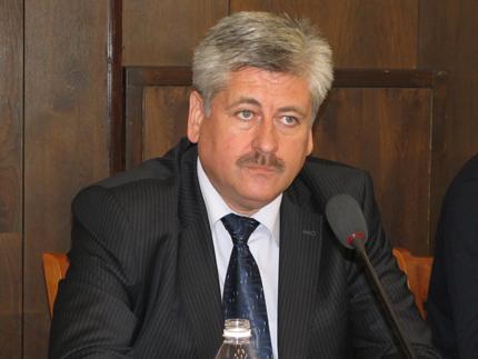 """Разделят """"Напоителни системи"""" на две, обяви Бюрхан Абазов"""