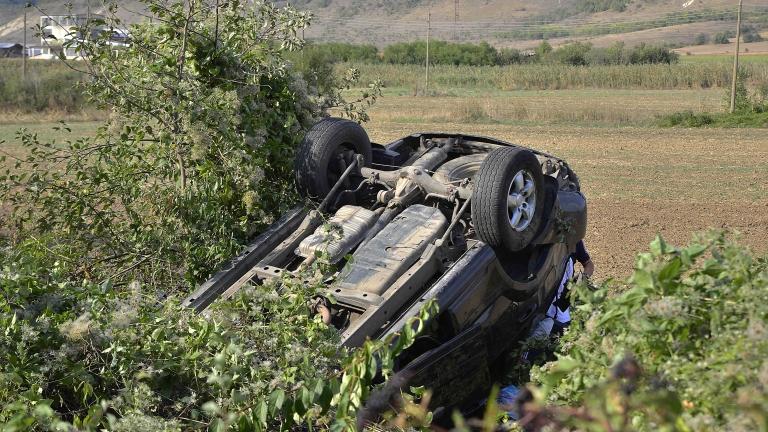 Двама младежи загинаха при жестока катастрофа край Добрич