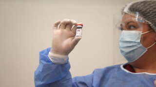 В Дания съобщават за необичайни симптоми при починала след ваксиниране с AstraZeneca