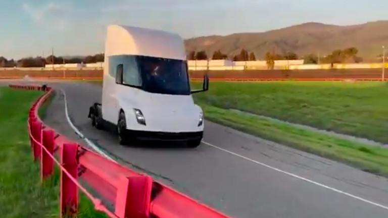 Tesla тества електрически камион с пробег 1000 км без зареждане (Видео)