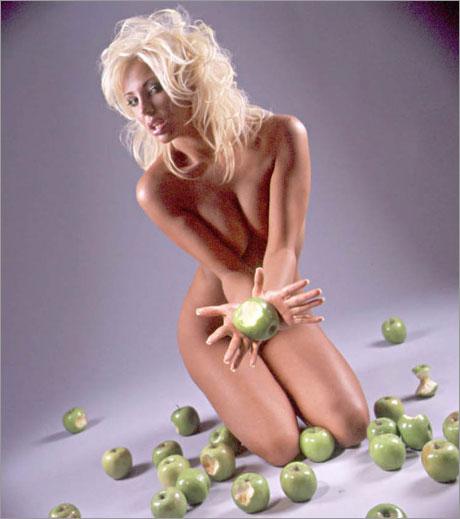 Новата плеймейт вкусва греха с Flirt-Green Apple