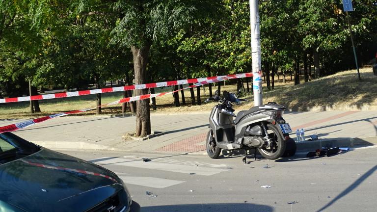 32-годишен моторист пострада, блъснат от кола, която му отнема предимството,
