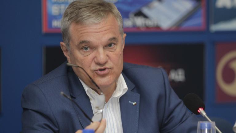 Петков: Жегата влияе на килограмите на Каракачанов