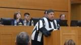 Атанас Узунов в костюм на смърф на заседанието на Общинския съвет