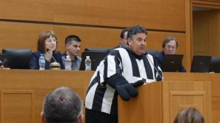 Наско Узунов в костюм на смърф на заседанието на Общинския съвет