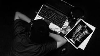 Съпруг разкрива изневяра чрез електронната поща, осъждат го