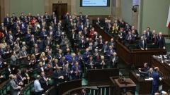 Либералната опозиция в Полша задмина управляващите евроскептици, сочи проучване