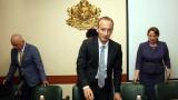 И министър Вълчев задържа децата в училище
