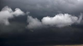 Дъжд и облаци в събота