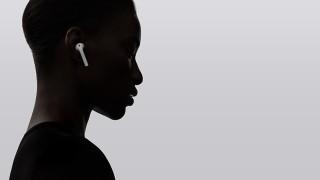 Защо се изчерпаха слушалките на Apple в Европа