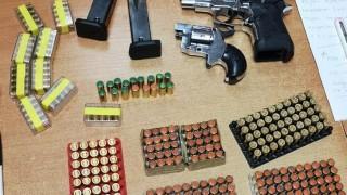 Откриха контрабандни оръжия и боеприпаси в кашон с мандарини