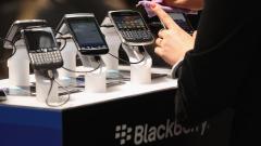 Нов удар за BlackBerry: Facebook спира поддръжка за операционните системи на марката