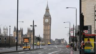 Fitch потвърди кредитния рейтинг на Великобритания, но с негативна прогноза