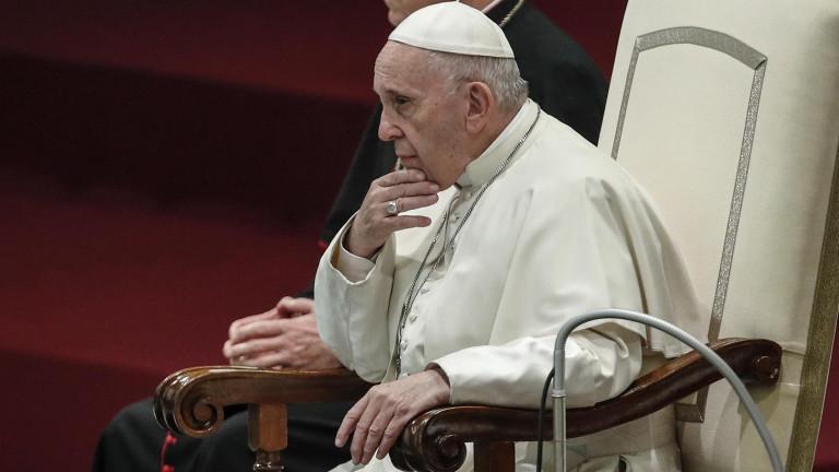 Папа Франциск отстрани трима кардинали от неофициалния си кабинет. Двама