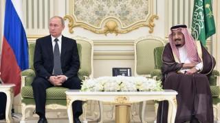 """Путин и саудитският крал """"ще помпат"""" цената на петрола"""