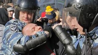 """Протестиращи в Москва скандират """"Срам!"""", стотици арестувани"""