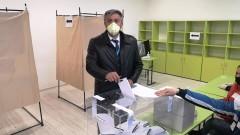 Ахмед Доган и Мустафа Карадайъ гласуваха с хартиена бюлетина