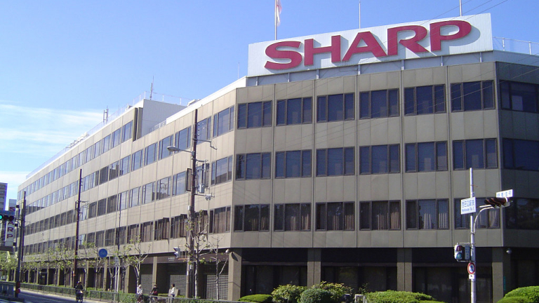 Японският производител на електроника Sharp разглежда възможността да придобие губещото