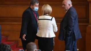 Иванов и Манолова търсят един смел депутат