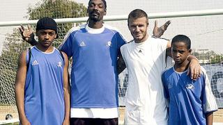 Дейвид Бекъм тренира дечурлигата на Snoop Dogg