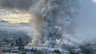 Огромен пожар избухна в болница в Чили