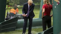 Доналд Тръмп инсталира голф симулатор за 50 000 в Белия дом