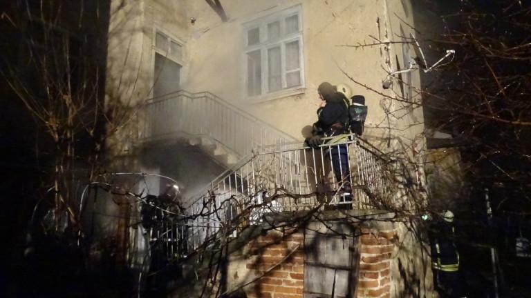 Пожар заради забравен котлон в Благоевградско прати две жени в болница