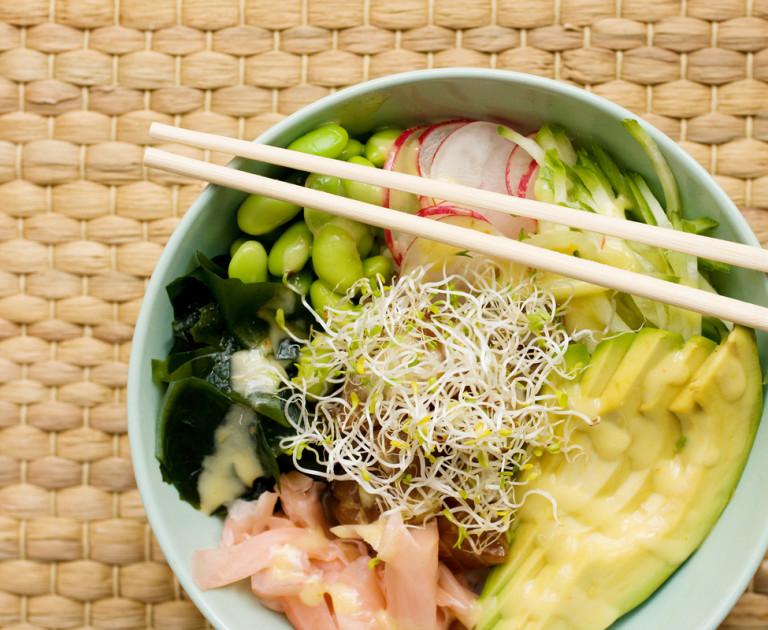 Pokѐ bowl с риба тон