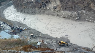 Десетки загинали и изчезнали при свлачища в Индия